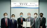 최진혁 미래에셋생명 디지털혁신본부장(왼쪽 세번째), 장국진 한국건강관리협회 사업관리본부장(왼쪽 네번째)이 협약식에서 기념 촬영을 하고 있다