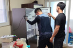 장애 당사자 가정을 직접 방문해 노후된 냉장고를 교체했다