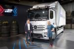 메르세데스-벤츠 e악트로스가 대형 순수 전기 트럭 최초로 양산 모델를 출시했다