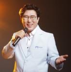 시집 '엄마의 노래'를 출간한 이영만 시인