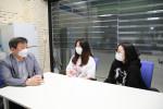 왼쪽부터 콘텐츠산업 청년 일자리 리쇼어링 프로젝트 참여 기업의 스토리야 성인규 대표, 류혜진 씨, 이진주 씨