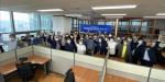 굿모닝아이텍 임직원들이 경기지사 개소식 이후 단체 기념 촬영을 하고 있다