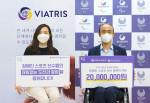 비아트리스 코리아가 대한장애인체육회에 '따뜻한 발걸음' 캠페인 참여로 조성한 후원금 전달식을 비대면으로 진행하며 기념 촬영을 하고 있다
