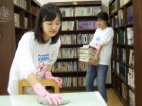 서울 후암동 '영락보린원'에서 자원봉사활동을 펼치고 있는 푸르덴셜생명 임직원들