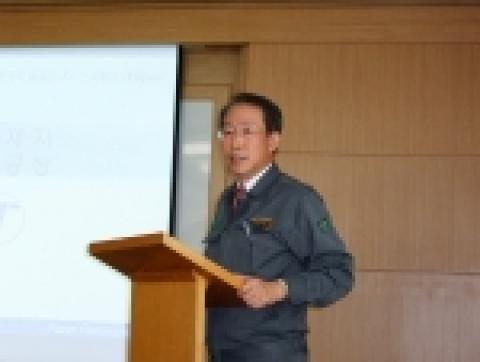 한국제지 대표이사 田元重가 20일 울산에 위치한 온산공장에서 기업설명회(IR)를 개최, 회사 알리기에 적극 나서고 있다.