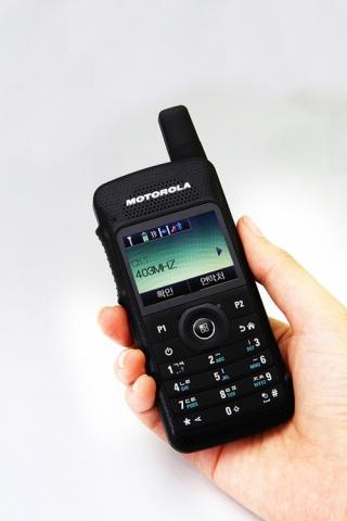 신개념 디지털 휴대용 무전기 '모토터보 SL 시리즈'