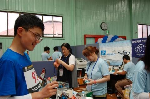 에실로코리아가 한국스페셜올림픽 전국하계대회에서 선수들에게 검안 및 시력 교정렌즈 1200개를 지원했다.