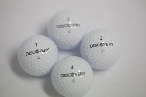 에이스골프가 정확한 퍼팅라인을 마킹한 발란스 골프공 디스커버리 III를 출시했다.