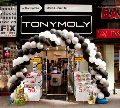 토니모리는 세계적 뷰티 유통 라인인 세포라를 통해 판매 중인 뽀뽀 립밤이 미국 내 소비자들 사이에서 큰 인기를 얻으며 높은 판매고를 올리고 있다.