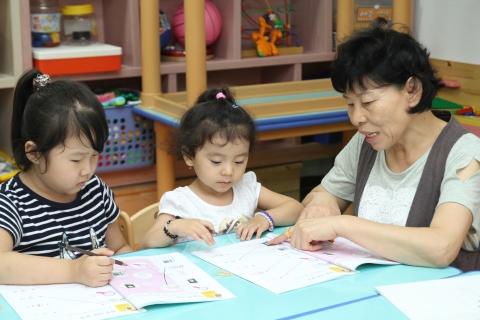 한국어보다 러시아어가 편한 이들에게 한국어는 배우기 힘든 언어이지만 꼭 배워야 하는 모국어라고 생각하는 아이들. 광주고려인마을.