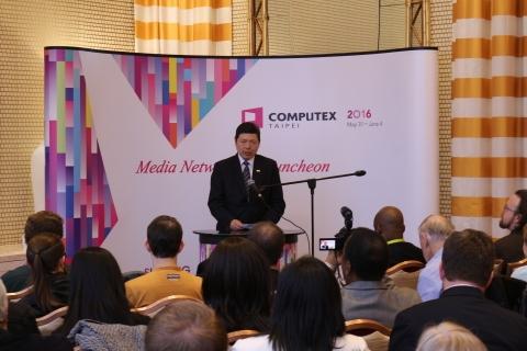 대만대외무역발전협회 예밍수이(Yeh Ming-shui) 사무차장이 CES 개막전야에 '컴퓨텍스 타이페이' 기자회견을 가지고 있다.