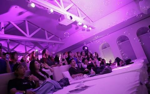 덴티스테가 한국 런칭 10주년을 맞아 신제품 마일드 나이트타임 치약을 출시하고 이를 기념해 덴티스테 마일드 키스 콘서트를 개최했다