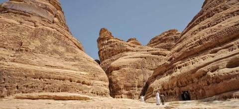 마다인 살레의 북동쪽에있는 아트리브산의 적층암석