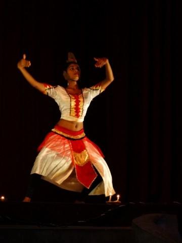 플래닛스리랑카투어가 스리랑카의 불교문화 유적지 순례 상품을 출시한다. 사진은 캔디안 댄스 공연