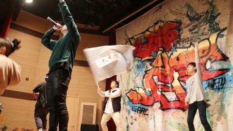제9회 서울청소년창의서밋 하자 작업장학교 오디세이 하자의 개막 축하 힙합 공연