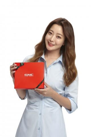 동원F&B의 종합 건강기능식품 브랜드 GNC가 배우 김희선을 모델로 신규 TV 광고를 선보였다
