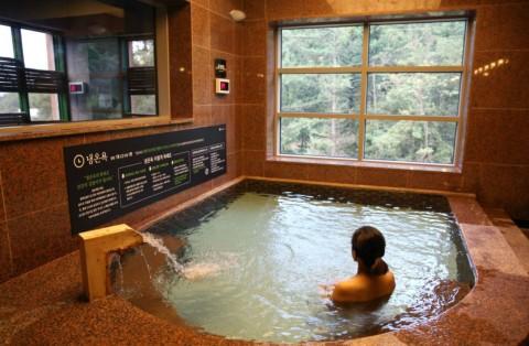 깊은산속 옹달샘이 가을에 딱 맞는 휴식형 건강 스파단식 스테이 프로그램을 실시한다