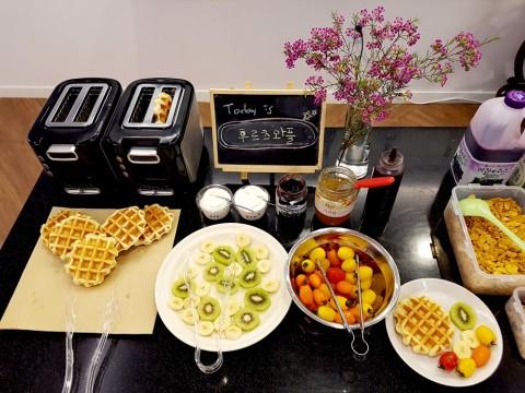매일 다양하게 준비되는 모지세 아침식사 메뉴