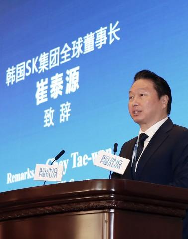최태원 SK그룹 회장이 아시아 사회 구성원 모두가 공존할 수 있는 방법론으로 사회적 가치 창출의 당위성을 국제 무대에서 제안했다