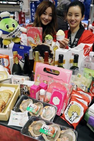 신세계백화점이 18일부터 24일까지 본점 식품관에서 일본 돗토리현이 자랑하는 다양한 식료품과 먹거리 40여종을 선보이는 테이스티 돗토리 행사를 펼친다