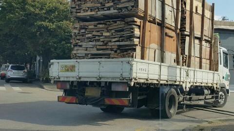 한국목재재활용협회가 폐목재 재활용 사업자 업계 간담회를 개최했다. 사진은 현장에서 배출되는 건설폐목재