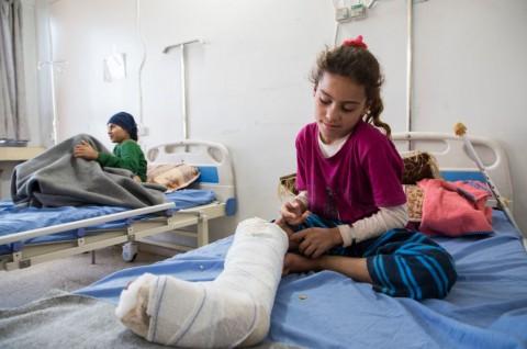 지뢰 폭발로 부상 당한 시리아 아이들이 국경없는의사회 지원을 받는 하사케 병원에서 치료받고 있다