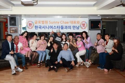 할리우드 위드어 하트 모델쇼에 참석할 한국시니어스타협회 소속 모델들