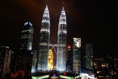 쿠알라 룸푸르 중심지인 KLCC(Kuala Lumpur City Centre)에 있는 페트로나스 트윈 타워