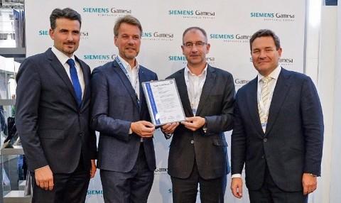 왼쪽부터 마틴 웹호퍼 박사, TÜV SÜD Industrie Service GmbH 풍력발전사업부 총괄, 페르디난트 노이비자, TÜV SÜD Industrie Service Gmb...