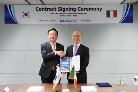 한화시스템이 SAR 위성 핵심장비 개발 계약을 체결했다