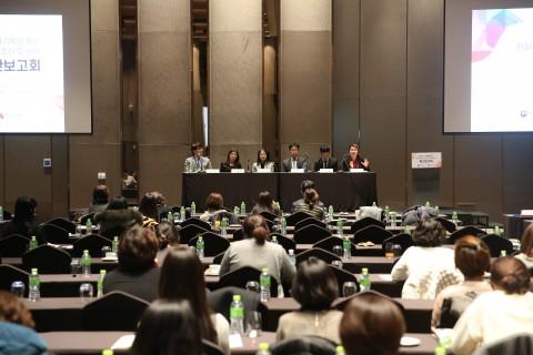 자살사망자 전수조사 및 분석 중간보고회의 발표 연사들이 참여자들과 질의응답을 나누고 있다