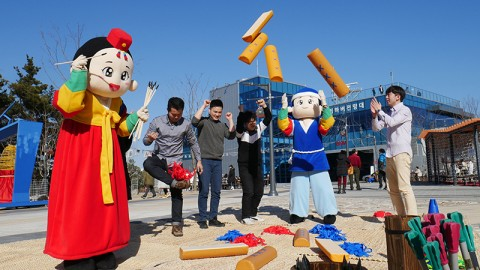 부산 송도해상케이블카가 황금돼지해 설날 연휴를 맞아 설날 이벤트 설날에는 케이블카 타면돼지 행사를 개최한다