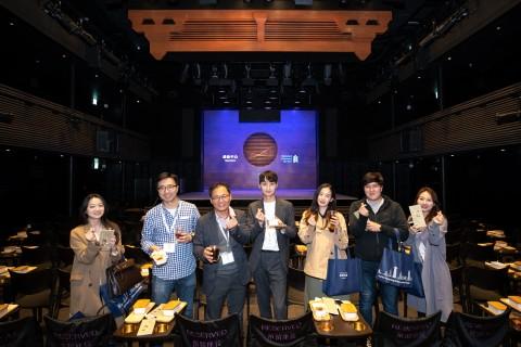 구룡 지역에 새롭게 오픈한 문화 명소인 시취센터에서 차와 함께 딤섬을 즐기며 전통 광동극을 감상한 한국 참가자
