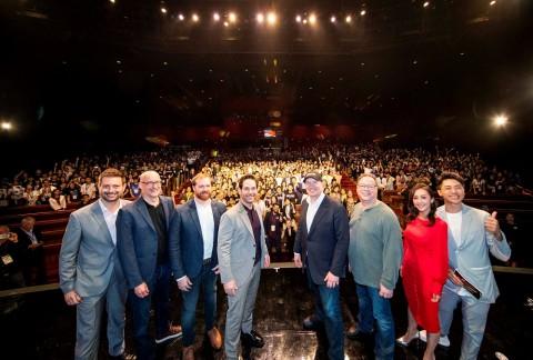 (왼쪽에서 두 번째)페이튼 리드 영화 감독, (왼쪽에서 네번째)폴 러드 영화 배우, (오른쪽에서 네번째) 케빈 파이기 마블 스튜디오 사장이 앤트맨과 와스프 나노:배틀! 오프닝 세리...