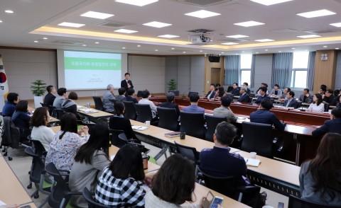 충남연구원이 진행한 성경륭 경제인문사회연구회 이사장 특강 현장