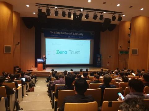 펄스시큐어코리아 박경순 지사장이 제로트러스트(Zero Trust) 시대에 대응하기 위한 SDP(Software Defined Perimeter) 솔루션에 대해서 설명하고 있다
