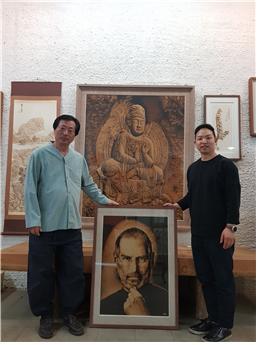 국가무형문화재 낙화장 김영조가 애플 역사전에 스티브 잡스 작품을 전시한다