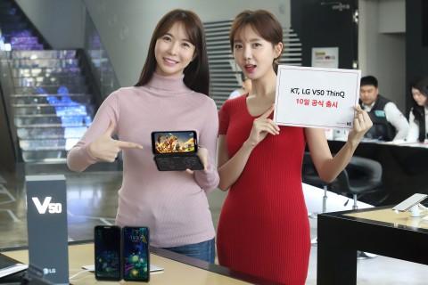 KT가 LG전자의 첫 5G 스마트폰 V50 씽큐를 전국 KT 매장 및 공식 온라인채널 KT샵에서 판매한다