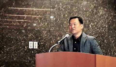 미디움 현영권 대표가 서울 강남 건설회관에서 대한전자공학회 주최로 열린 블록체인으로 여는 미래사회 워크숍에 참석해 블록체인 하드웨어 가속기술에 대해 발표하고 있다