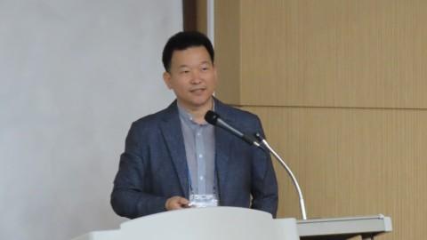 미디움 현영권 대표가 제1회 산학협력포럼 발표를 통해 하이퍼스피드 블록체인을 설명하고 있다