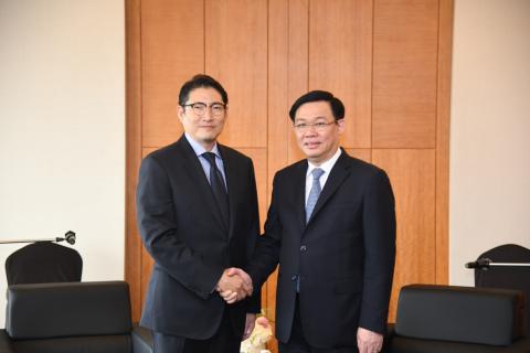 Hyosung Chairman Cho Hyun-Joon met with Vietnam's Deputy Prime Minister Vuong Dinh Hue on June 19 du...