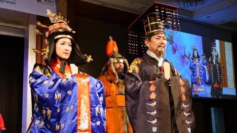 영조와 정성왕후로 분한 한국시니어스타협회 회원들