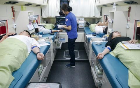 창립 20주년 기념 헌혈 캠페인에 참여중인 웹케시그룹 임직원들
