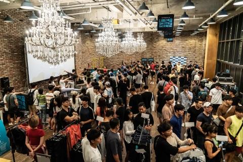 마이프로틴의 첫 한국 오프라인 이벤트 나의 단백질: 전국민 체력 단련의 밤이 약 1000여명의 참가자들이 모인 가운데 열리고 있다