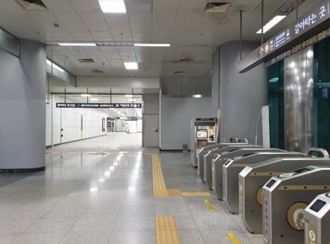 김포공항역 지하2층 환승통로(9호선↔김포도시철도)