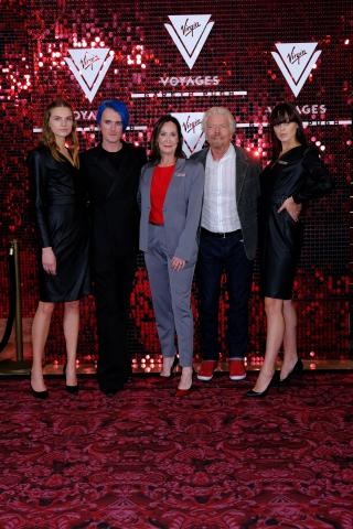 버진 보이지스가 런던 패션위크에서 디자이너 가레스 푸가 디자인한 최신 유행 유니폼 컬렉션을 공개했다