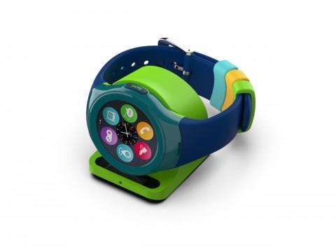 인포마크가 미국에 수출하는 키즈폰 Timex FamilyConnect