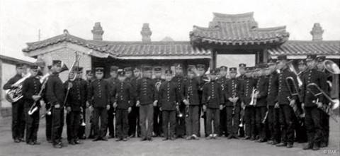 대한제국 황실양악대 118주년되는 올해 연주 복식을 되살린 공연이 당시 야외 음악회가 정기적으로 열리던 탑골공원 팔각정에서 열린다
