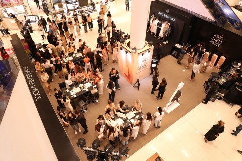 방콕 시암 파라곤에서 스킨 누더 파운데이션 론칭 행사가 진행됐다