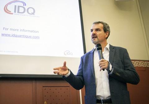 그레고아 리보디 IDQ CEO가 핀란드 헬싱키 파시토르니 회관에서 유럽, 미국 양자암호통신 사업 수주 성과에 대해 발표하고 있다